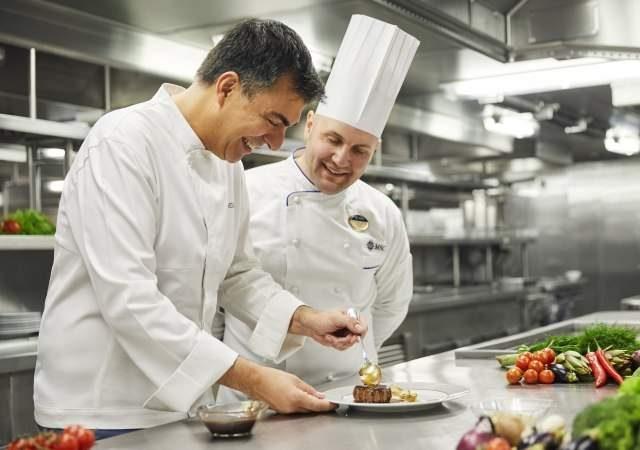 Los cruceros redoblan su apuesta por la alta gastronomía con sabor a Barcelona