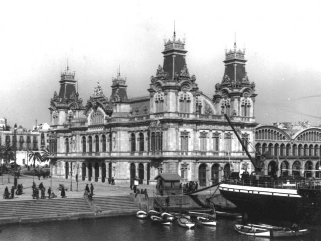 Portal de la Pau, un símbolo de la relación de Barcelona con el mar