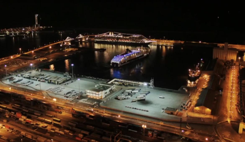 El Port posa la directa per electrificar els molls