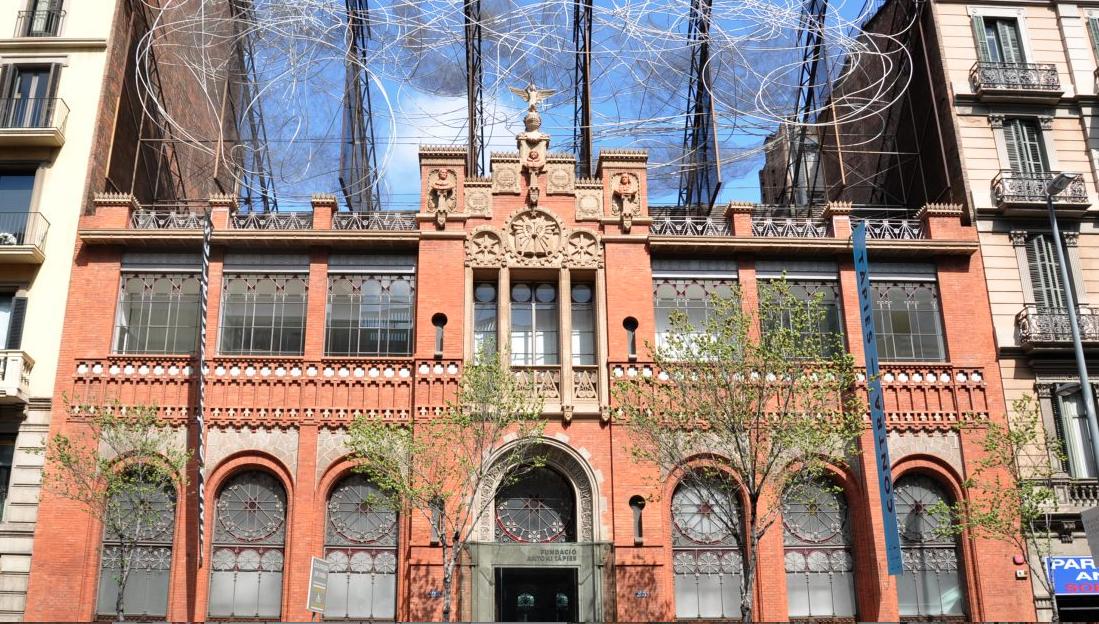Obres de Tàpies per redescobrir a l'itinerari de Barcelona més freqüentat pels creueristes